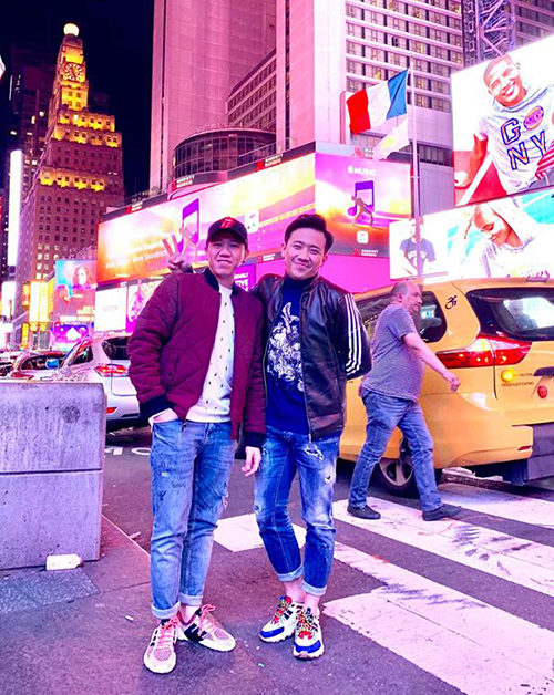 Đôi bạn thân Anh Đức - Trấn Thành đang cùng nhau đi lưu diễn ở Mỹ.