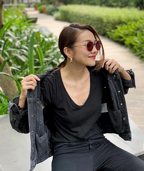 Thanh Hằng không chỉ có phong cách men-lì mà dáng ngồi cũng đậm chất soái ca.