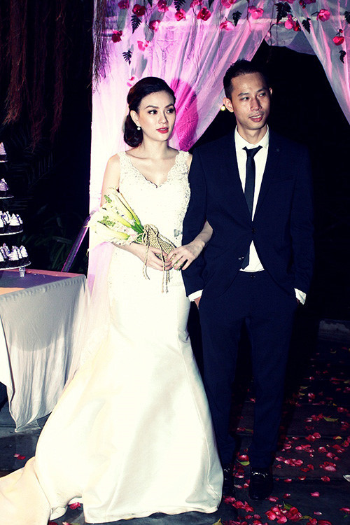 Thu Thủy ly hôn bạn trai sau 17 năm yêu và chung sống.