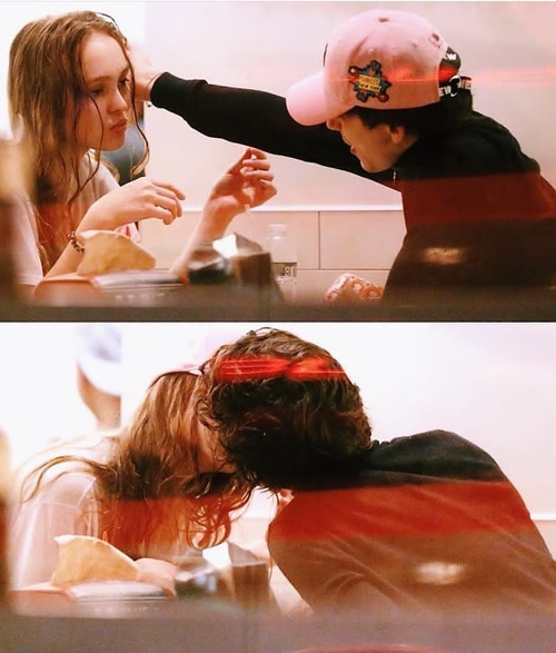 Những khoảnh khắc ngọt ngào của Lily và Timothee khiến fan tan chảy.
