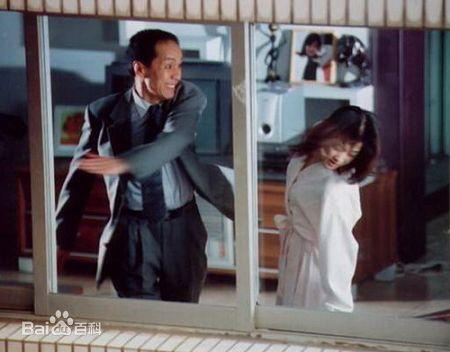 Phùng Viễn Chinh đóng vai người chồng vũ phu, bạo hành vợ trong phim.