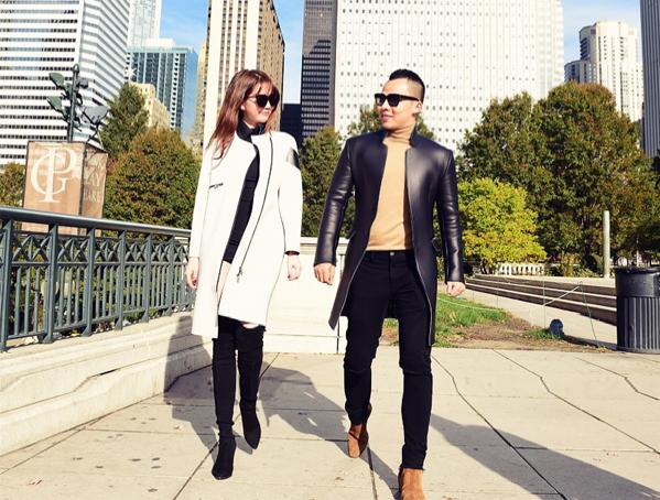 Áo khoác cùng kiểu dáng nhưng khác màu sắc cũng được cặp đôi rủ nhau diện để chứng minh tình bạn gắn bó, gu thời trang sành điệu.