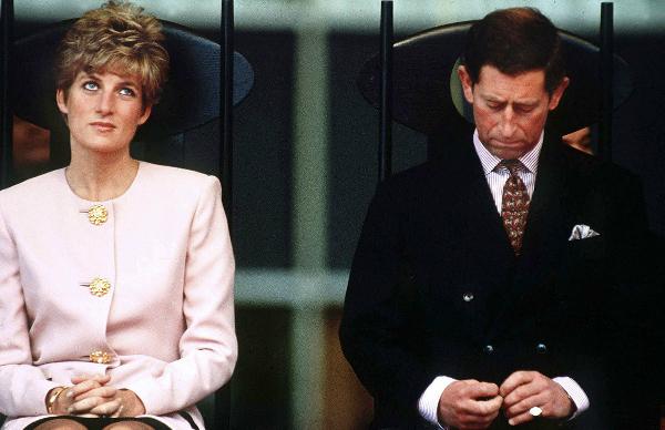 Cuộc hôn nhân bất hạnh của Công nương Diana xuất phát từ việc Charles ngoại tình với Camilla.