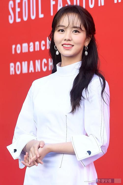 Chỉ có những sao Hàn với nhan sắc cực phẩm như Kim So Hyun mới có thể chinh phục kiểu tóc mái cực kỳ kén này.