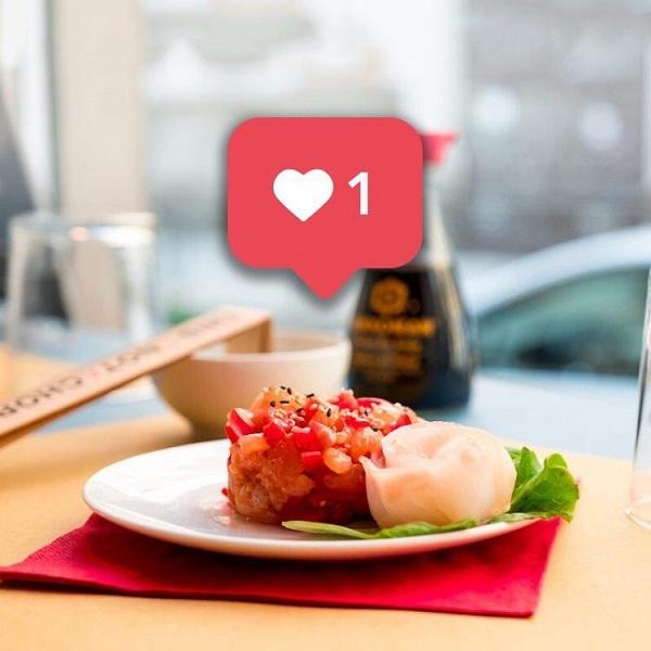 Món sushi được thanh toán bằng lượng follow trên 1000.