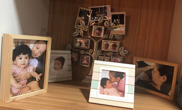 Hình ảnh bình yên Phạm Quỳnh Anh lưu giữ lúc này là hai cô con gái.