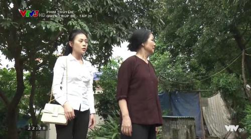 Quỳnh bị mẹ Lan xua đủa khi về quê tìm Lan.