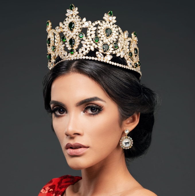 <p> Chung kếtMiss Grand International 2018 vừa tìm ra chủ nhân mới cho chiếc vương miện - Clara Sosa, 24 tuổi, người Paraguay. Người đẹp có khoảnh khắc đăng quang gây chú ý khi ngất xỉu tại chỗ lúc vừa được xướng tên.</p>