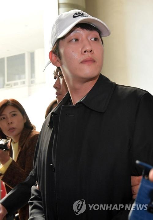 Choi Jong Bum bị cảnh sát bắt.