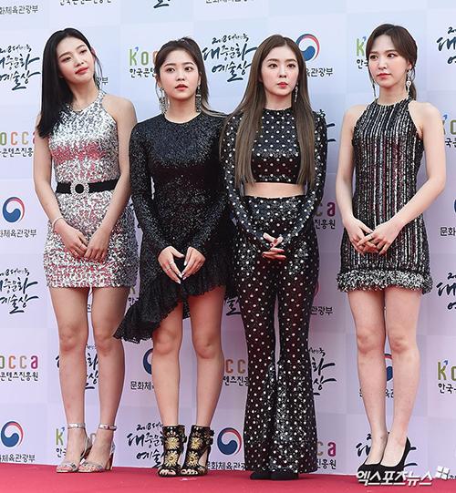 Chiều 24/10, thảm đỏ Korean Popular Culture & Arts Awards 2018 đã chính thức diễn ra tại Olympic Hall Plaza, Seoul, hội tụ toàn tên tuổi có tầm ảnh hưởng lớn đến làng giải trí, văn hóa, nghệ thuật