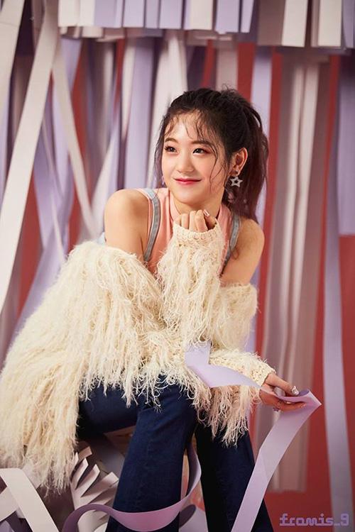 Gyu Ri từng tham dự Produce 48, dù bị loại nhưng cô nàng thu hút lượng fan đáng kể,