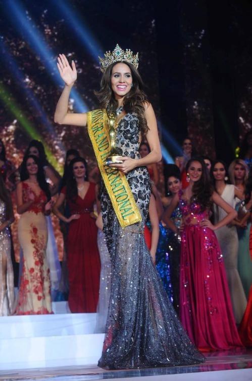 Năm 2014, người đẹp Cuba - Lees Daryanne đăng quang Hoa hậu Hòa bình. Cô được công chúng khen ngợi có thân hình chuẩn, làn da khỏe khắn và gương mặt hợp thị hiếu số đông. Trái với những người đẹp bước ra từ các cuộc thi sắc đẹp quốc tế, Daryanne chọn cách ở ẩn. Cô không được nhắc đến nhiều trên truyền thông.
