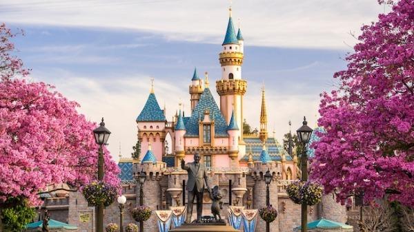 Công viên Disneyland.