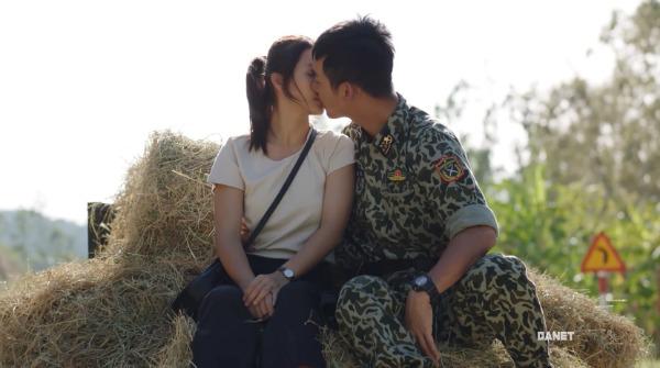 Nụ hôn ngọt ngào của hai người.