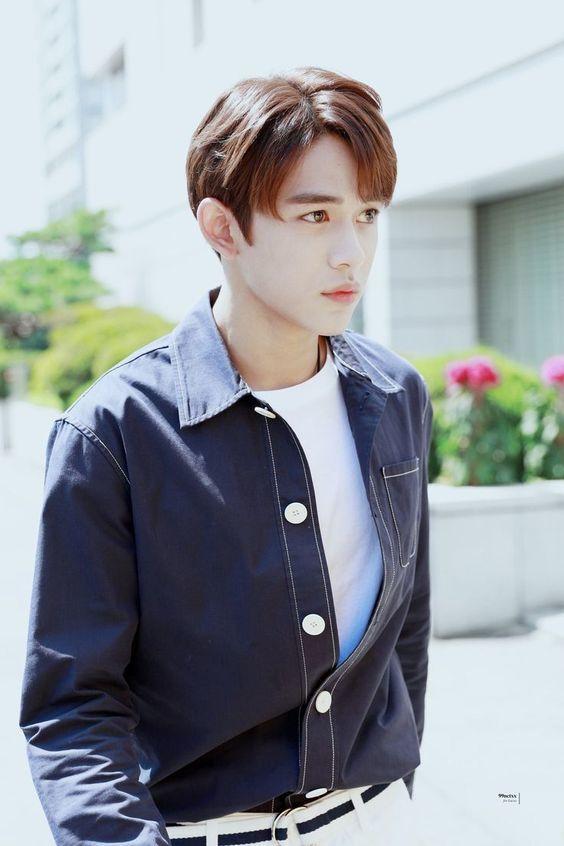 <p> SM đang có kế hoạch debut NCT ở Trung Quốc và Lucas chắc chắn là thành viên chủ lực. Nhiều ý kiến cho rằng khuôn mặt của anh chàng hợp với việc đóng phim, chụp ảnh tạp chí.</p>
