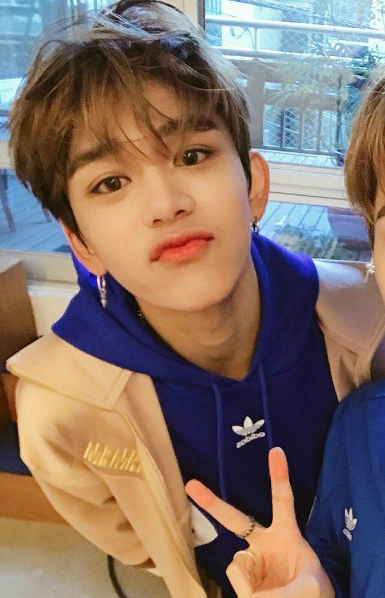 <p> Với khuôn mặt đẹp như tượng, chiều cao đáng nể và tính cách nhiều ''muối'', Lucas chắc chắn nổi tiếng hơn nếu nói sõi tiếng Hàn.</p>
