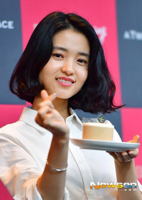 Người hâm mộ ghen tỵ với mái tóc dày dặn của Kim Tae Ri.