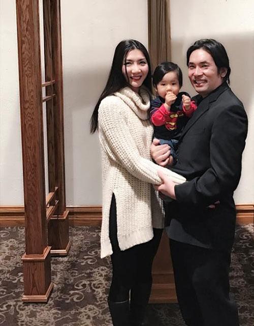 Vợ chồng Ngọc Quyên và con trai.