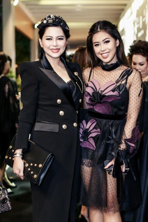 Doanh nhân - diễn viên Thủy Tiên và con gái.