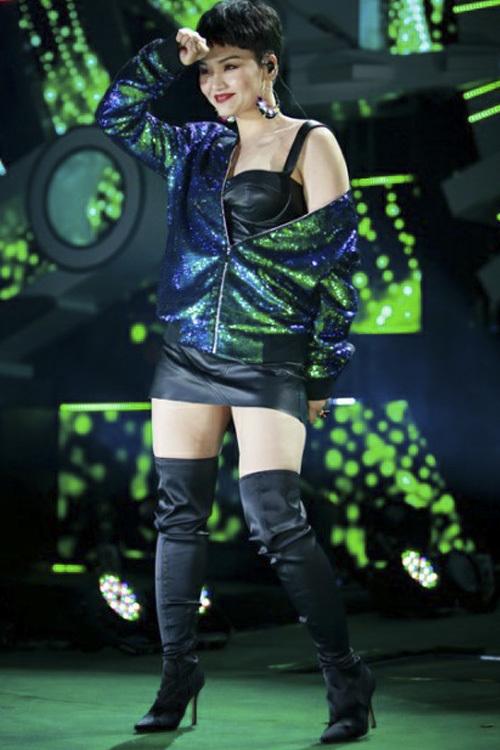 Đánh mất phong độ nhan sắc, trang phục của Miu Lê thời gian gần đây thường xuyên bị chê thiếu thẩm mỹ, không phù hợp.