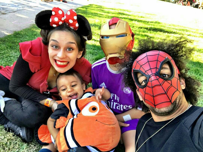 <p> Marcelo và con trai thích bộ đôi Người Nhện - Người Sắt của Marvel, còn vợ và con gái anh hóa thân thành chuột Minnie và cá Nemo trong phim hoạt hình của Disney.</p>