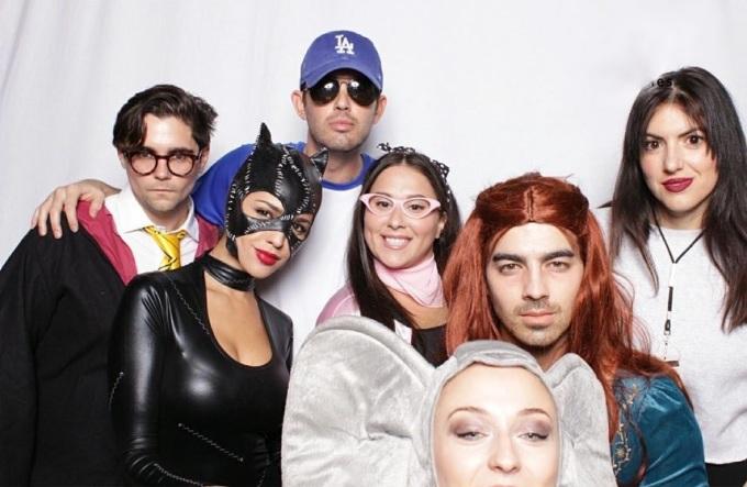<p> Joe Jonas cùng vị hôn thê lấy cảm hứng từ phim<em>Game of Thrones</em> để dự buổi party Halloween cùng bạn bè.</p>