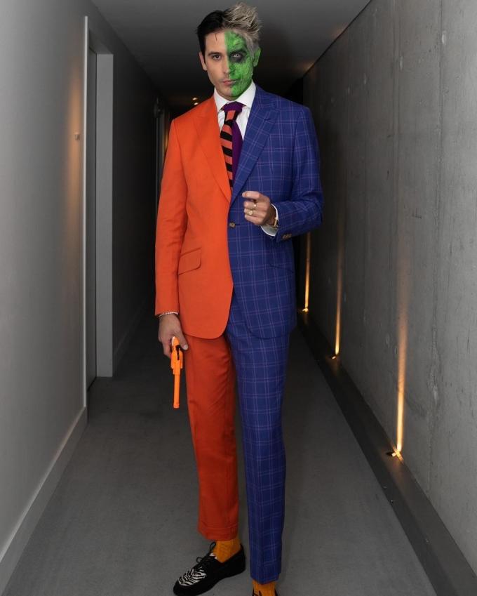 <p> Nam rapper G-Eazy kỳ công hóa trang thành nhân vật Two-Face trong loạt truyện tranh của DC Comics.</p>