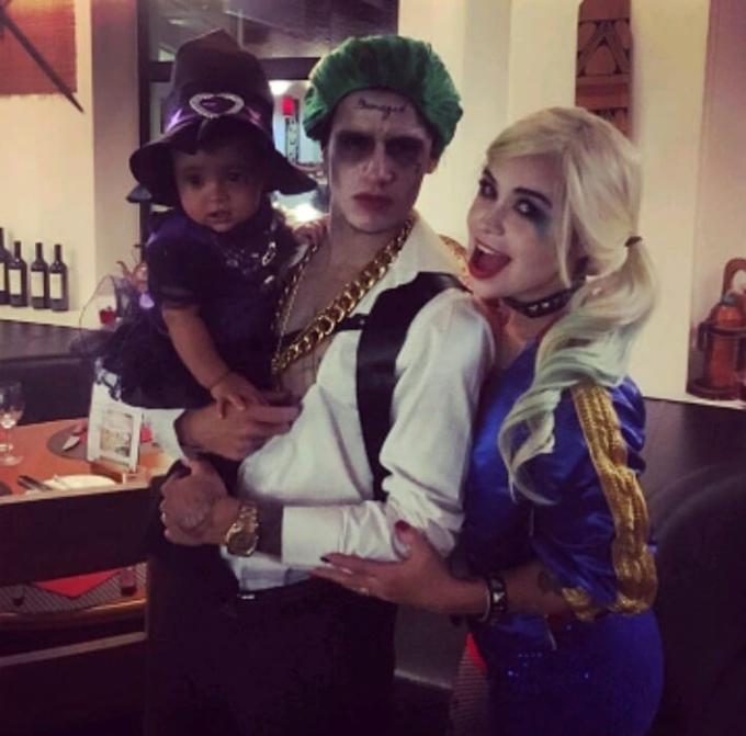 <p> Tiền vệ Philippe Coutinho của Barcelona đã hóa trang thành nhân vật phản diện The Jokertrong bộ phim <em>Suicide Squad, </em>sánh đôi Harley Quinn. Trở thành những nhân vật phản diệnnhững bộ phim bom tấn là gợi ý không tồi vào ngày lễ Halloween.</p>
