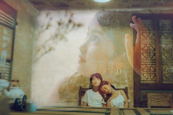 """<p> Lấy cảm hứng từ ca từ và giai điệu của hit <em>Hongkong1</em> đang """"làm mưa làm gió"""" khắp các diễn đàn, nhiếp ảnh gia trẻ Đỗ Xuân Bút thực hiện chùm ảnh tái hiện nội dung bài hát bằng concept dễ thương và giàu cảm xúc.</p>"""