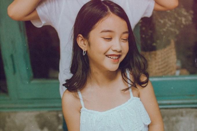 <p> Cô bé Suri Bảo Hân (Dương Ngọc Bảo Hân) mới 6 tuổi đã là gương mặt quen thuộc của thị trường thời trang nhí khi liên tục xuất hiện trong bộ sưu tập thời trang của các nhãn hàng tên tuổi.</p>