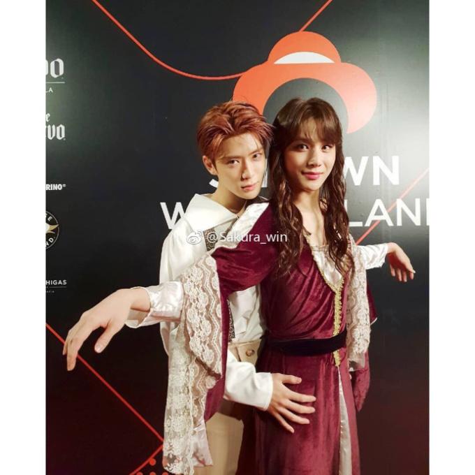 <p> Jae Hyun với Jung Woo tình tứ khi vào vai Jack và Rose.</p>
