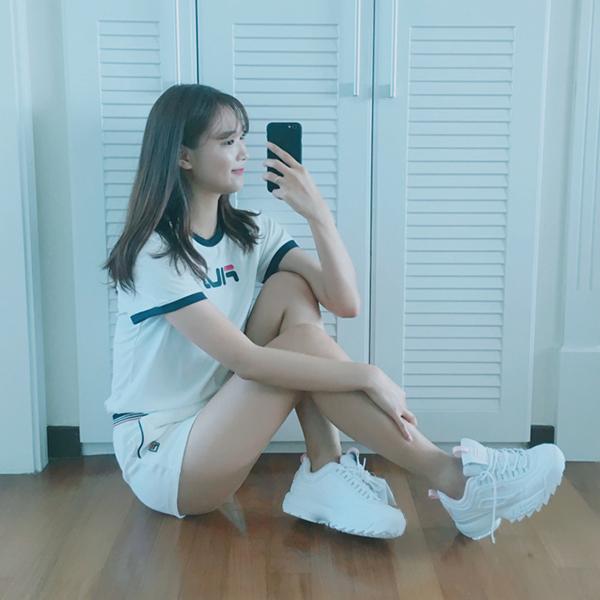 Disruptor 2 là hậu duệ của Disruptor, mẫu sneakers đình đám từng được Fila giới thiệu lần đầu tiên vào năm 1996. Việc cho ra mắt Disruptor 2 đã giúp Fila từ một thương hiệu thời trang thể thao không mấy nổi trội được hồi sinh, trở thành xu hướng khắp toàn cầu với doanh thu tăng vọt.