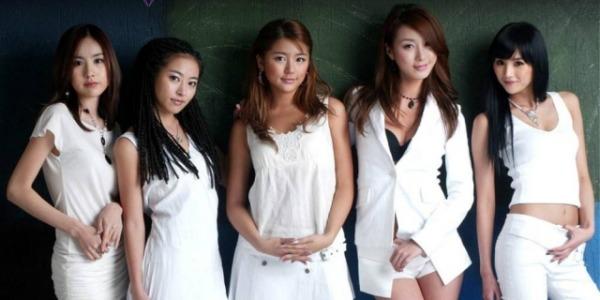 Yoon Eun Hye sinh ngày 3/10/1984. Nhờ ngoại hình đáng yêu, thời còn hoạt động trong nhóm nhạc Baby V.O.X (1999-2005), Yoon Eun Hye là thành viên được yêu thích nhất nhì nhóm. Cô từng được tôn vinh là một trong những nữ thần thế hệ đầu của Kpop.