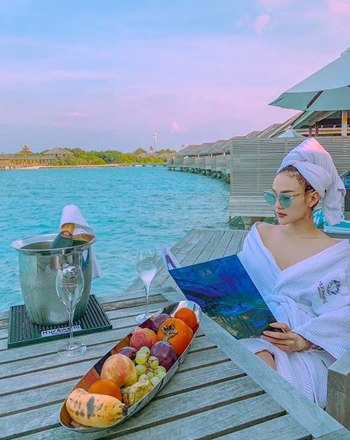 Minh Hằng tự thưởng cho mình một chuyến nghỉ ngơi thư giãn ở thiên đường Maldives sau những ngày làm việc vất vả.
