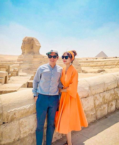 Minh Hà và Lý Hải trông chẳng khác gì vợ chồng son trong chuyến du lịch Ai Cập.