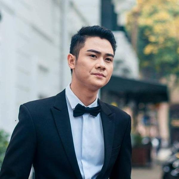 Nam ca sĩ Thanh Cường.