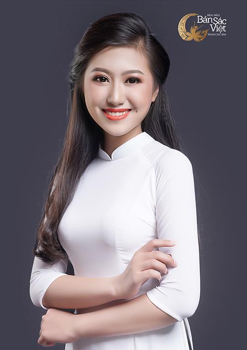 Nét đẹp dịu dàng cùng nụ cười rạng rỡ là điều khiến Lê Tuyết Nhung nổi bật giữa rừng nhan sắc khác. Người đẹp sinh năm 1999 và đến từ Thanh Hóa.