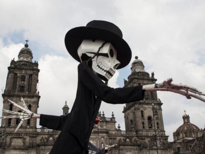 <p> Giới chức Mexico City hy vọng cuộc diễu hành <em>Ngày của người chết</em> sẽ trở thành sự kiện thu hút đông đảo khách du lịch quốc tế tới đây.</p>