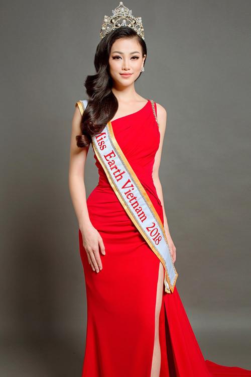 Phương Khánh vượt qua nhiều cái tên nặng ký trong đó có Á hậu Mâu Thủy để tham dự Miss Earth 2018.
