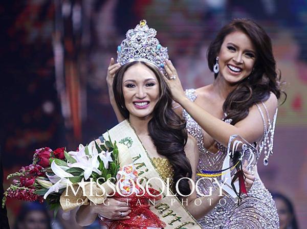 Karen Ibasco đăng quang Miss Earth 2017 trong sự tranh cãi của khán giả. Thời điểm đó, cô không phải là nhan sắc nổi bật của cuộc thi, thậm chí dung mạo còn bị chê thua xa các Á hậu. Chiến thắng của Karen Ibasco khiến BTC cuộc thi bị nghi ngờ là thiên vị quá đáng cho nước chủ nhà Philippines.