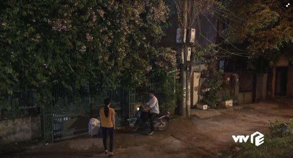 Bên ngoài căn nhà Quỳnh ở...