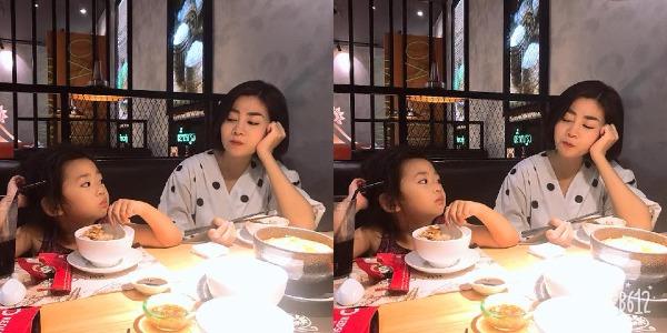 Mai Phương đi ăn cùng con gái.