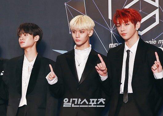 Các chàng trai Wanna One đồng loạt đổi tóc mới cho đợt comeback cuối cùng.