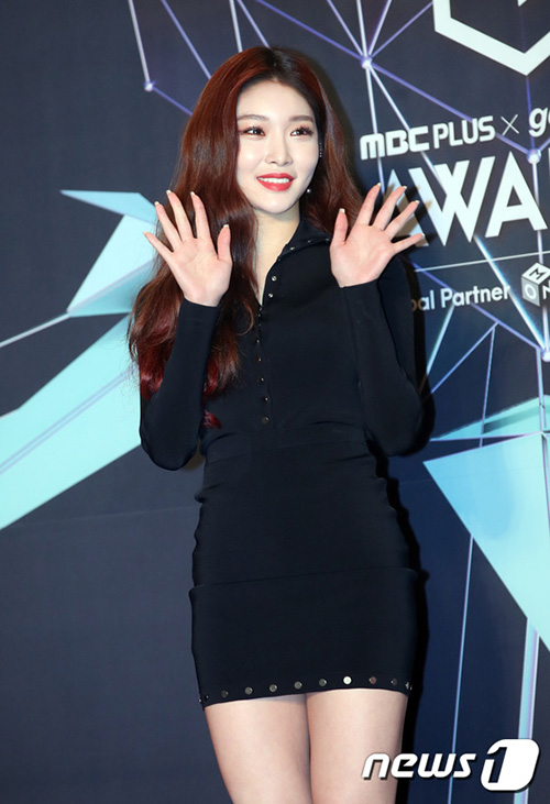 Chung Ha quyến rũ trên thảm đỏ. Cô nàng là người thành công nhất sau khi I.O.I tan rã.