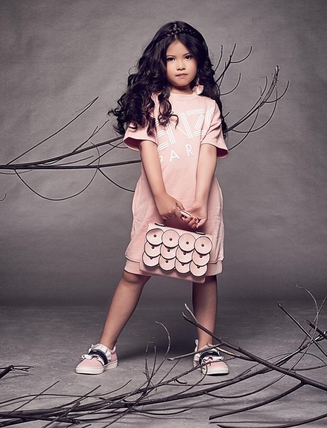 <p> Kathy sinh ra ở TP HCM, bố là người Malaysia nên từ nhỏ cô bé đã được tiếp xúc với tiếng Anh. Hiện Kathy học lớp 2 tại một trường quốc tế ở Kualalumpur. Gần đây cô bé thường xuyên qua lại giữa Việt Nam - Malaysia để tham gia các hoạt động của Tuần lễ thời trang trẻ em.</p>