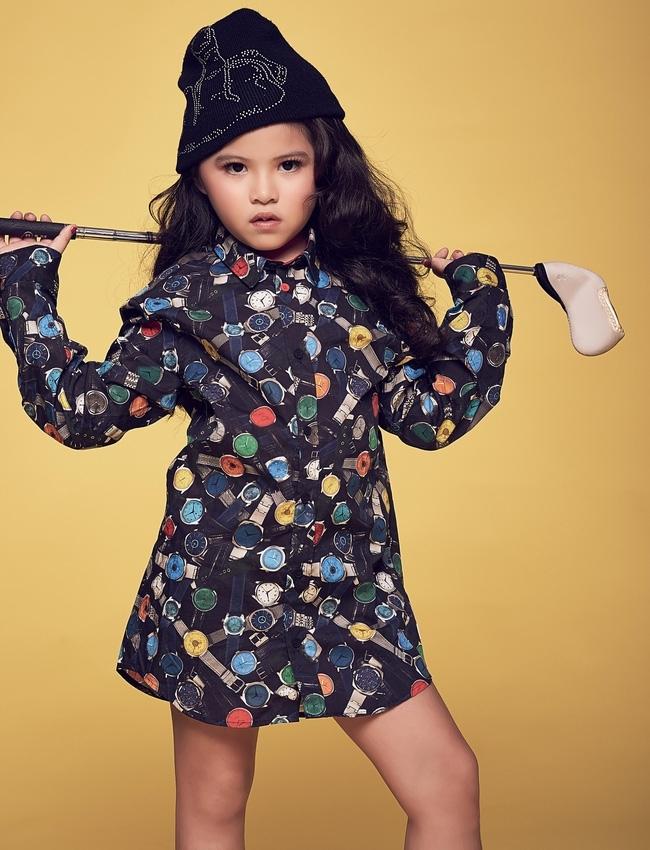 <p> Kathy Tan Her Lin là một mẫu nhí đình đám ở Sài thành. Cô bé từng tham gia rất nhiều show diễn thời trang trong nước. Ngoài học lớp mẫu nhí, bé còn thích học piano, diễn xuất...</p>