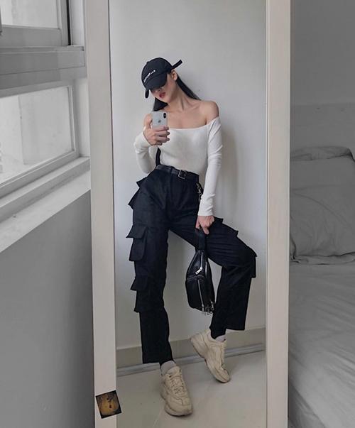 Khác với nhiều mỹ nhân Việt thường gắn bó cùng những bộ váy áo điệu đà, Phương Khánh lại là tín đồ của những item cool ngầu, toát lên nét hiện đại, bụi bặm, tuy nhiên vẫn tôn vóc dáng rất hiệu quả.