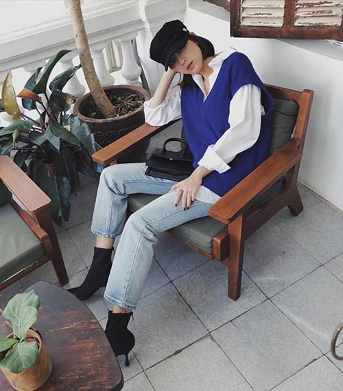 Bắt đầu manh nha từ mùa lạnh năm ngoái nhưng phải đến thu đông năm nay, áo gilet len mới chính thức thành cơn sốt. Không khó để bạn tìm thấy một chiếc gilet đúng chuẩn Hàn Quốc ở các shop thời trang.
