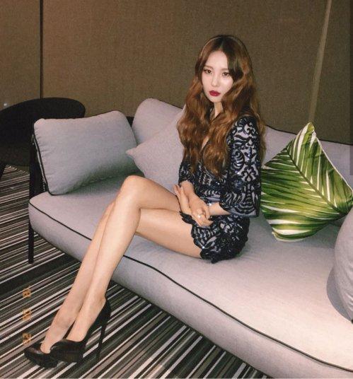 Lisa, Sun Mi gây tranh cãi khi vào top idol có đôi chân đẹp - 4