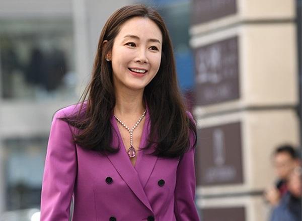 Hiện tại, tuy lộ rõ dấu hiệu tuổi tácnhưng nữ diễn viên vẫn được khen là trẻ trung so với độ tuổi U50